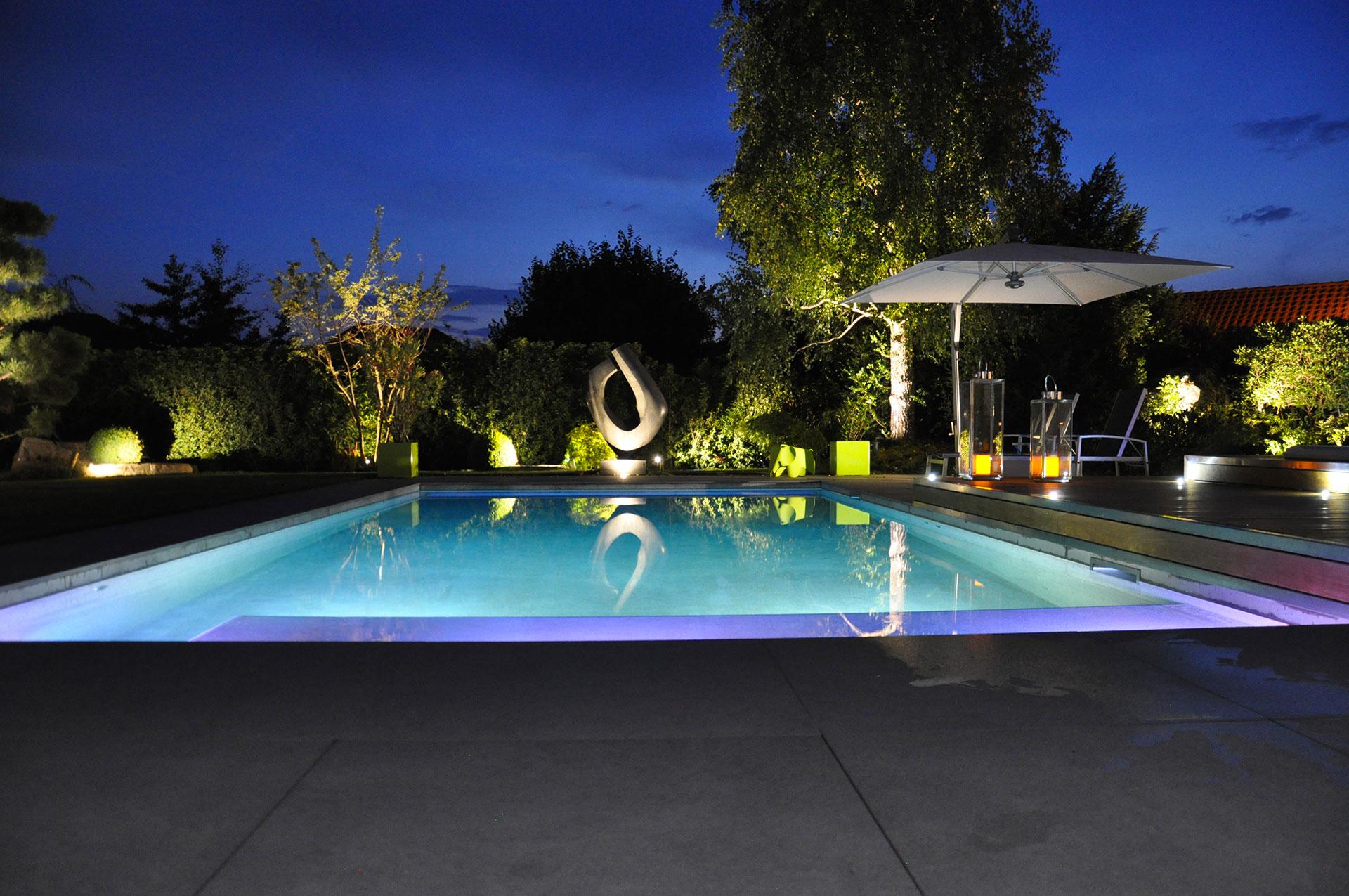 Construction d 39 une piscine en vid o centerspas for Construction piscine 41