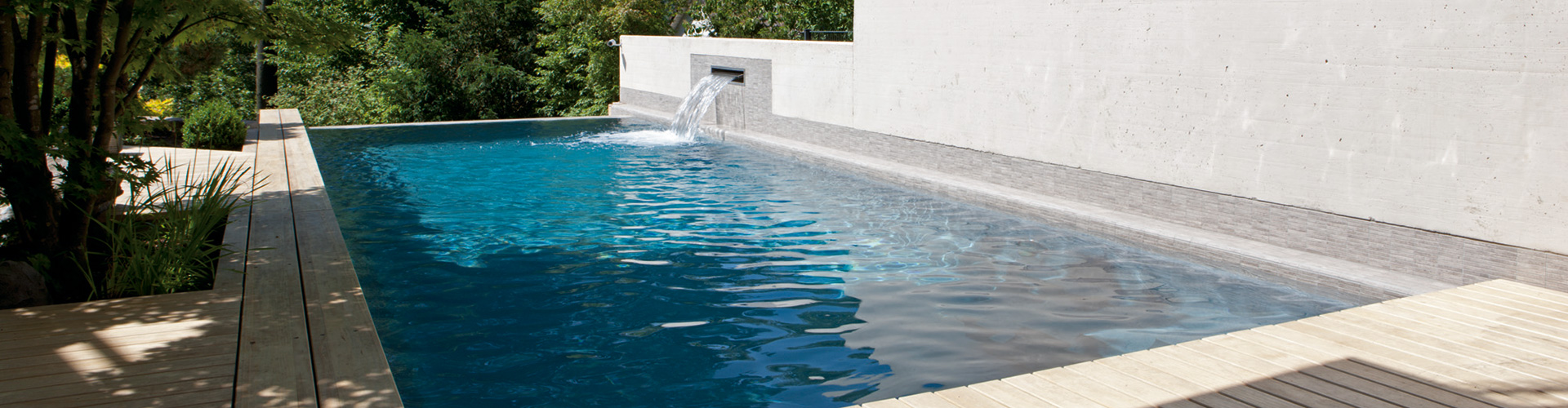 Piscine polyester gamme d line centerspas for Piscine coque polyester martinique