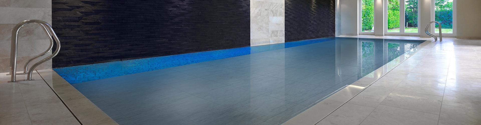 Constructeur de piscine int rieure centerspas for Piscine mur mobile