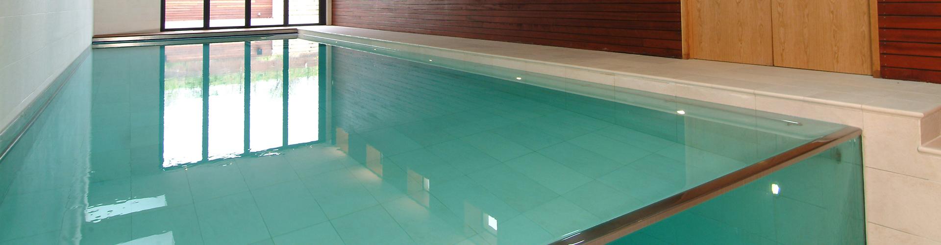 Constructeur de piscine int rieure centerspas for Piscine bord miroir