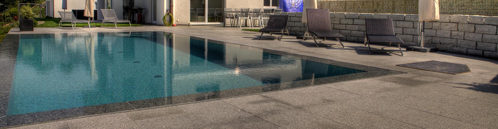 Construction piscine mirroir centerspas for Piscine fond miroir