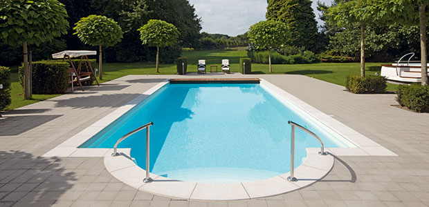 Piscine polyester gamme classic centerspas for Installation piscine polyester