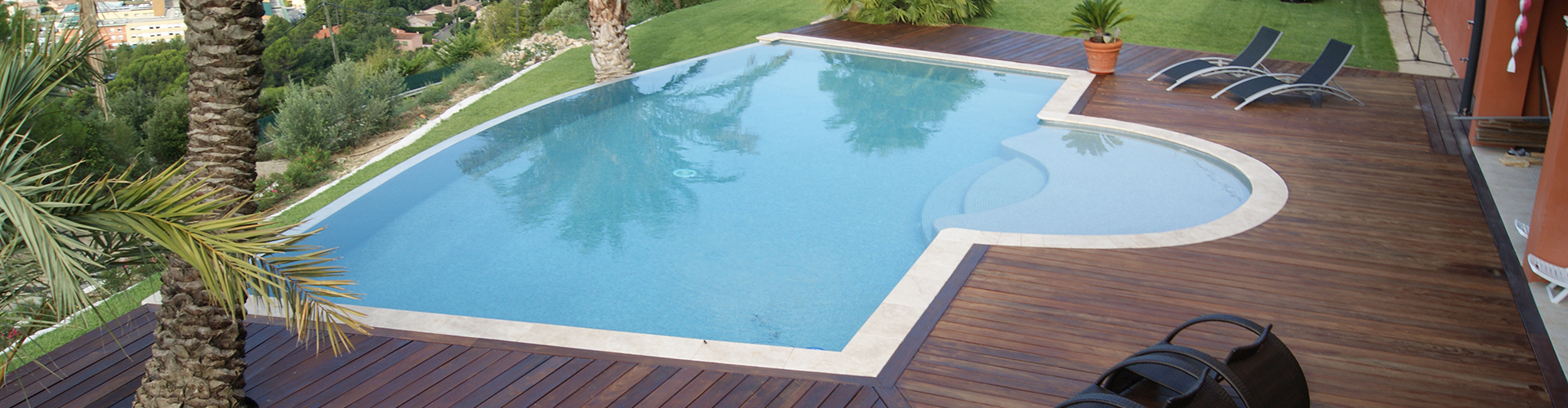 Piscine d bordement sur mesure centerspas for Plan d une piscine miroir